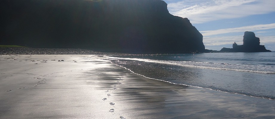 footprints-talisker-beach