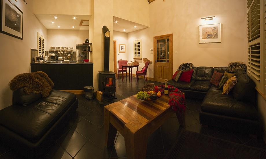full-span-sitting-room